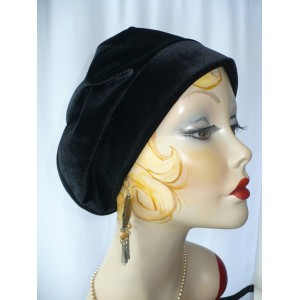 Woman's Black Velvet Beret  eb-19363878